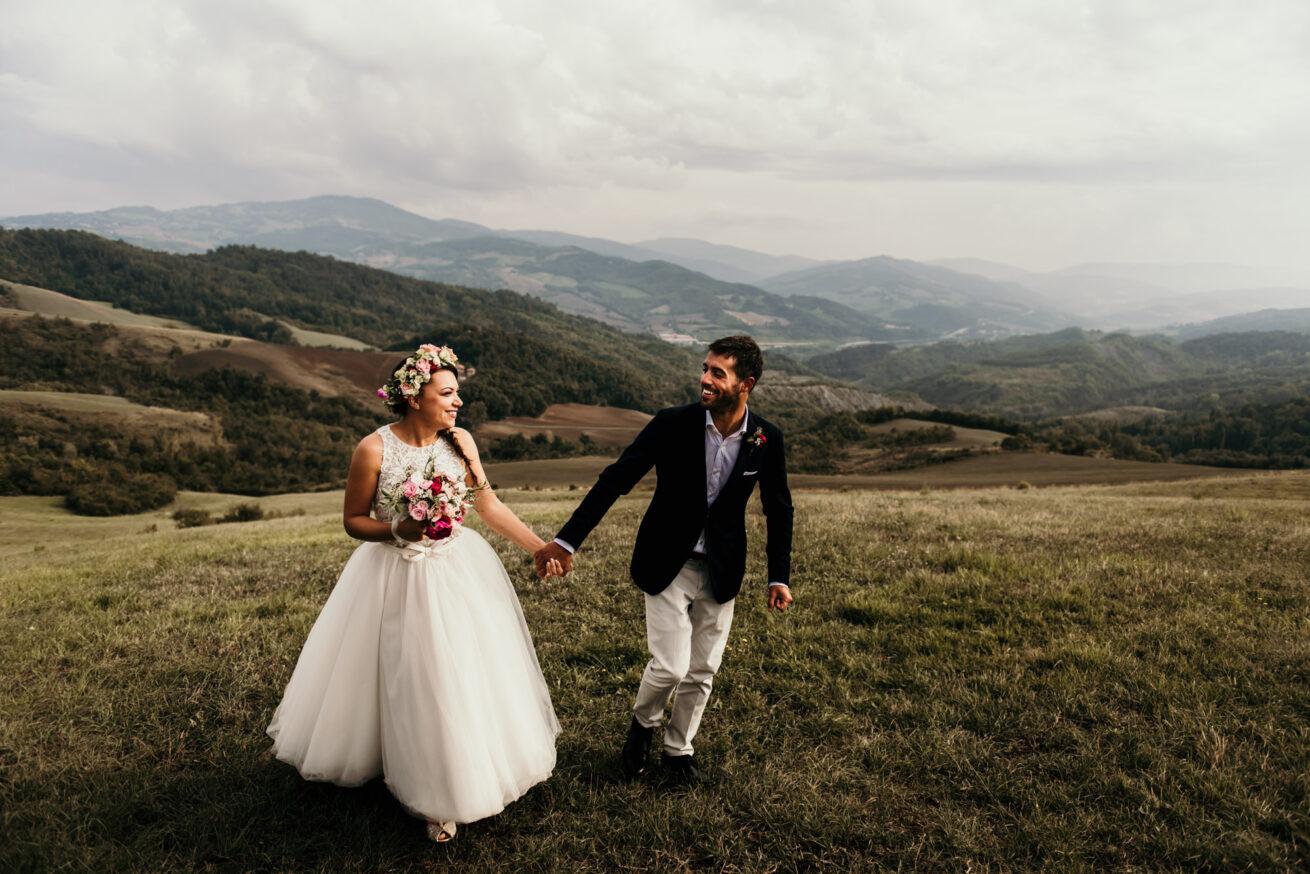 Matrimonio a Bologna al tramonto sui colli bolognesi con bouquet