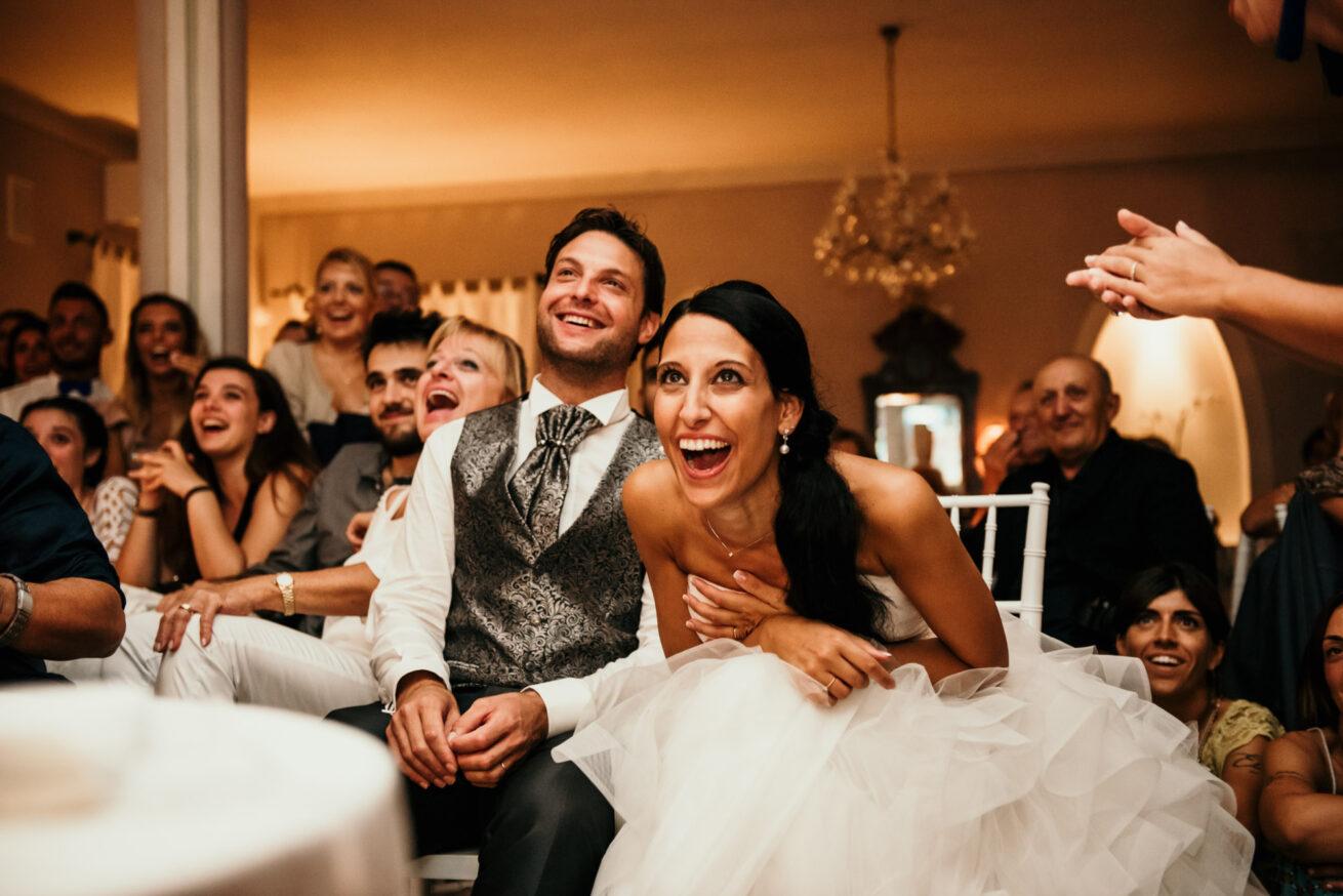 Matrimonio Cesenatico, festeggiamenti con gli invitati al ristorante L'antico casale