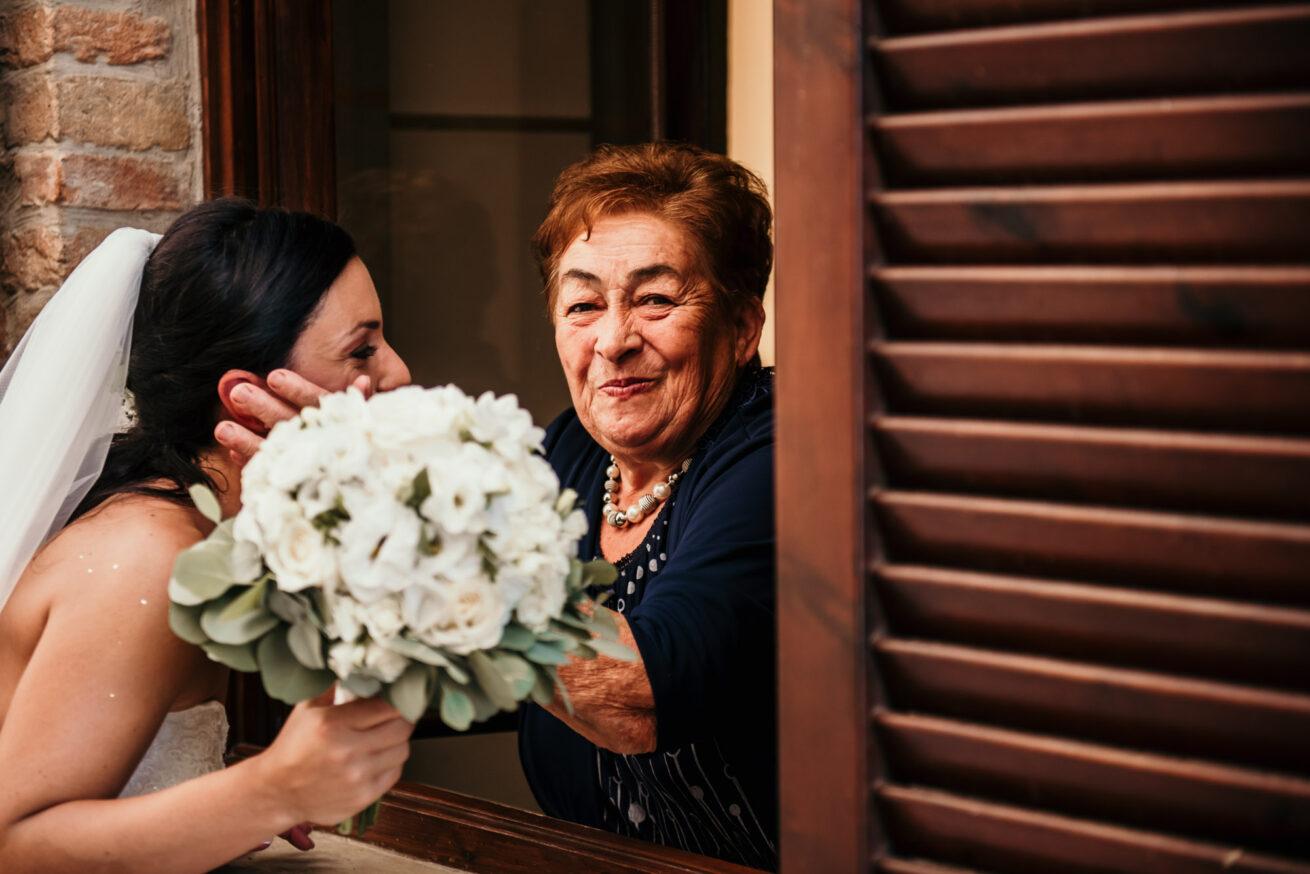 Matrimonio Pesaro Urbino, foto sposa, bouquet