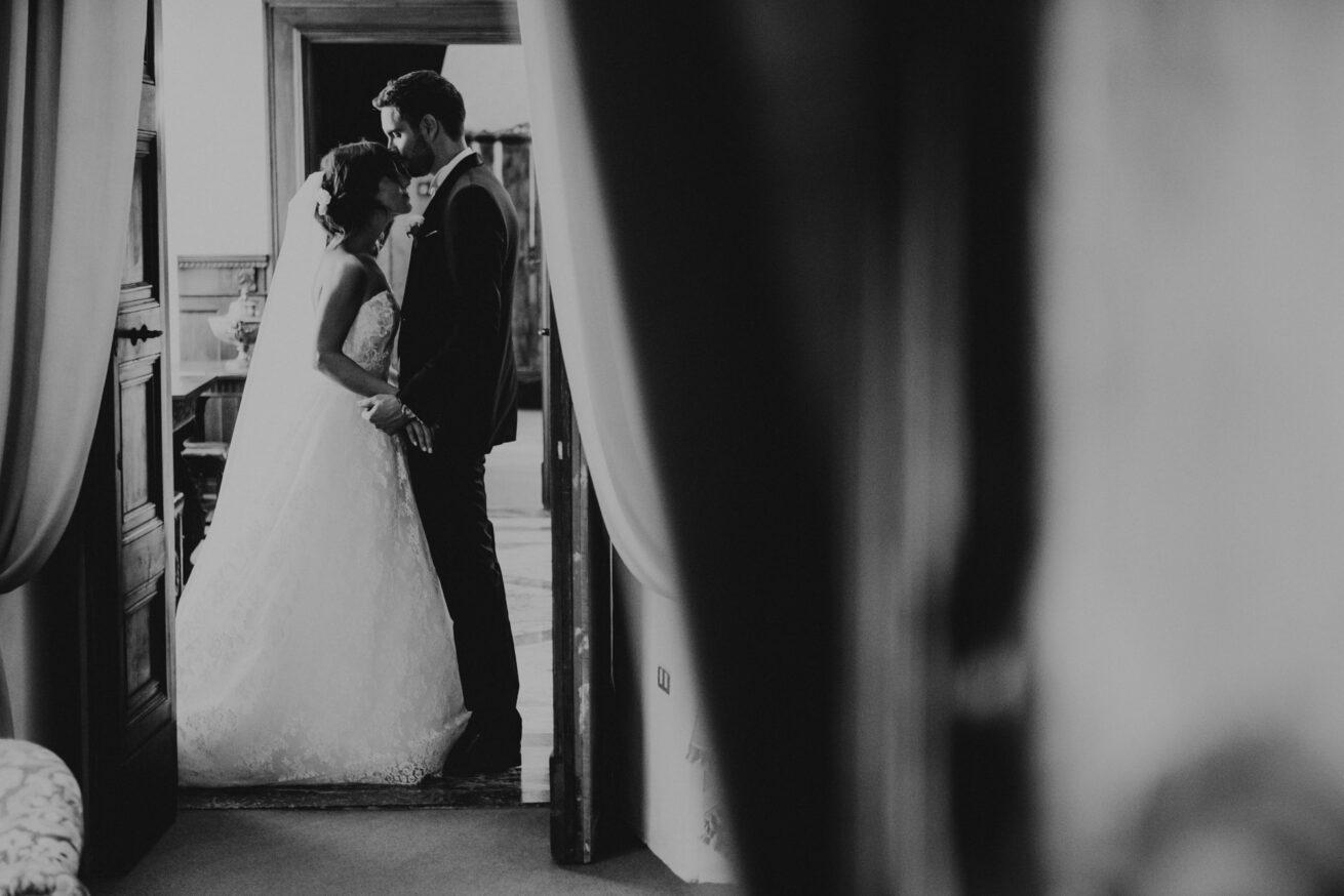 Matrimonio a Pesaro Urbino, foto sposi, Quadreria Cesarini