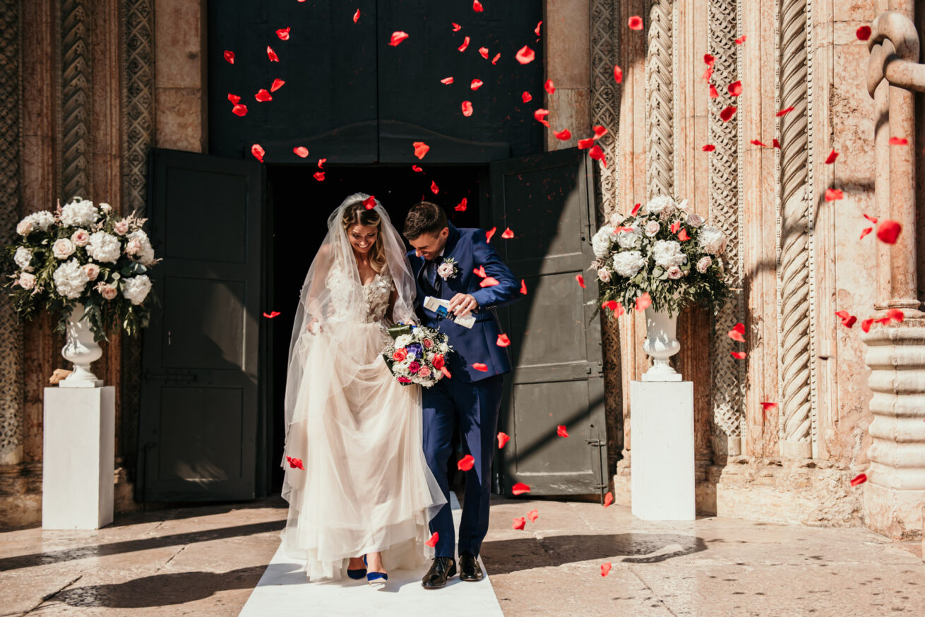 Matrimonio a Modena, lancio del riso al Duomo di Modena