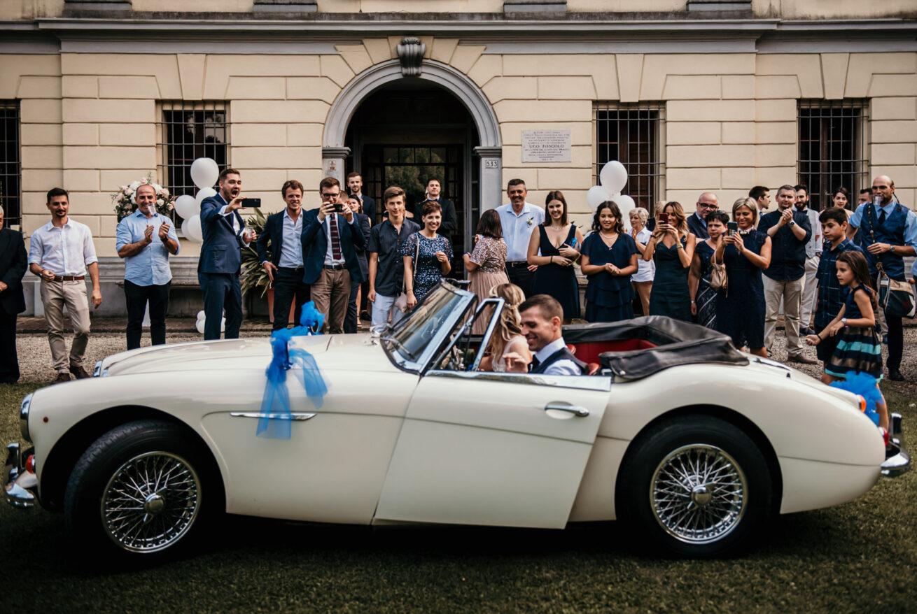 Matrimonio Bologna, foto sposi con auto d'epoca a Villa Nicolaj, Calcara