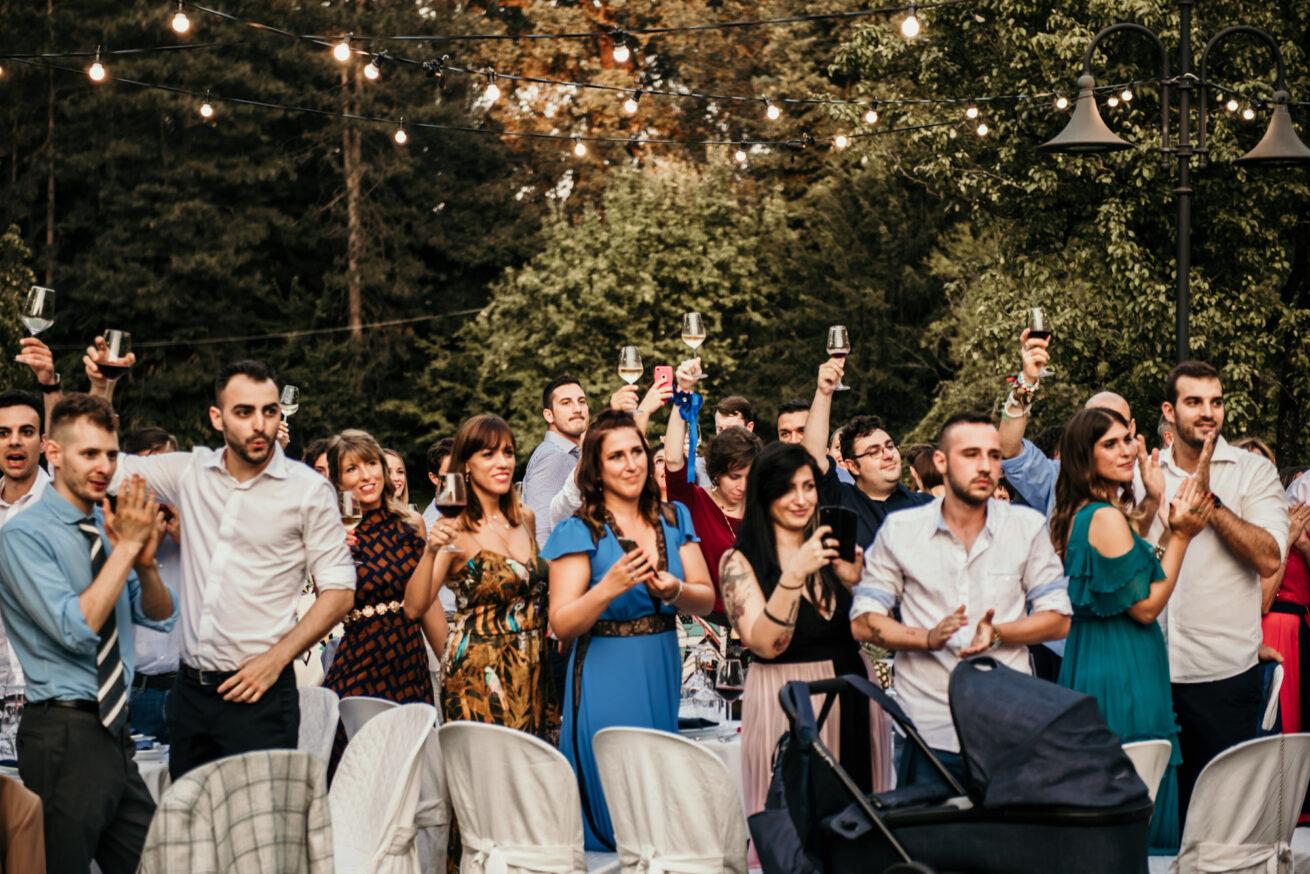 Matrimonio a Bologna, brindisi con gli invitati a Villa Nicolaj a Calcara
