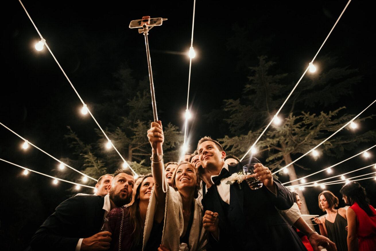 Selfie invitati matrimonio a Rimini location tenuta del Tempio Antico