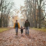 Famiglia al parco Talon in autunno a Bologna