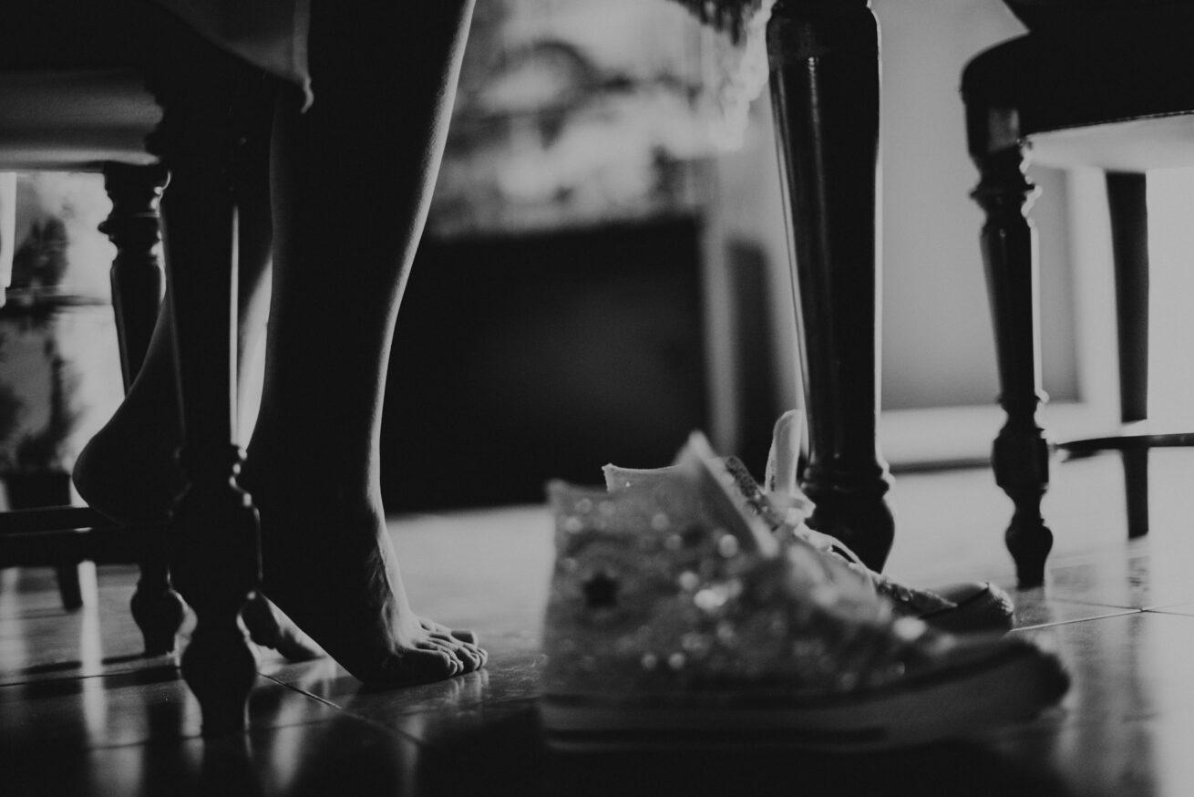 Preparazione sposa a Bologna dettaglio scarpe converse glitter