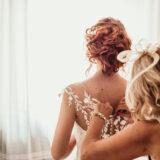 Preparazione sposa matrimonio a Bologna con abito da sposa