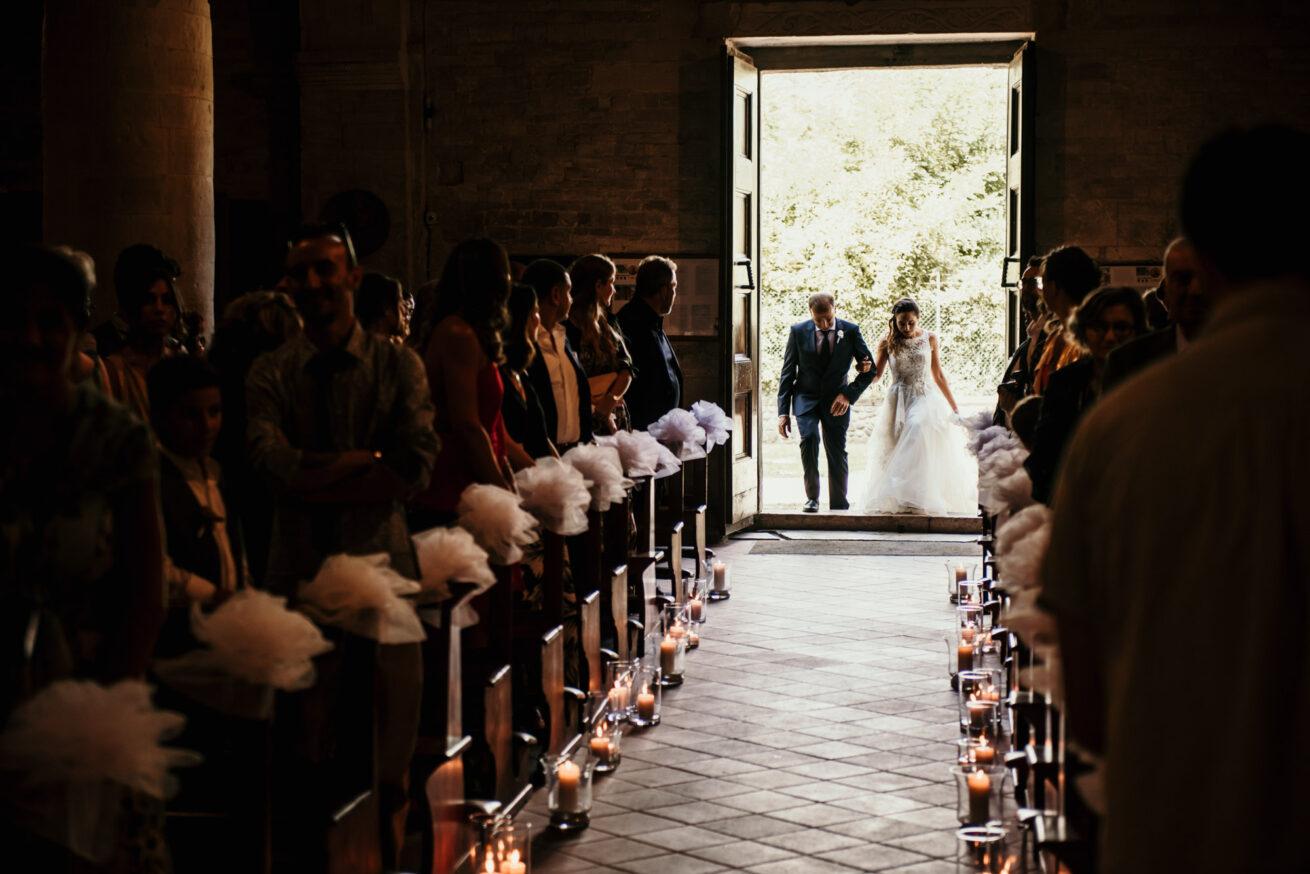 Matrimonio Pesaro Urbino, ingresso della sposa in chiesa