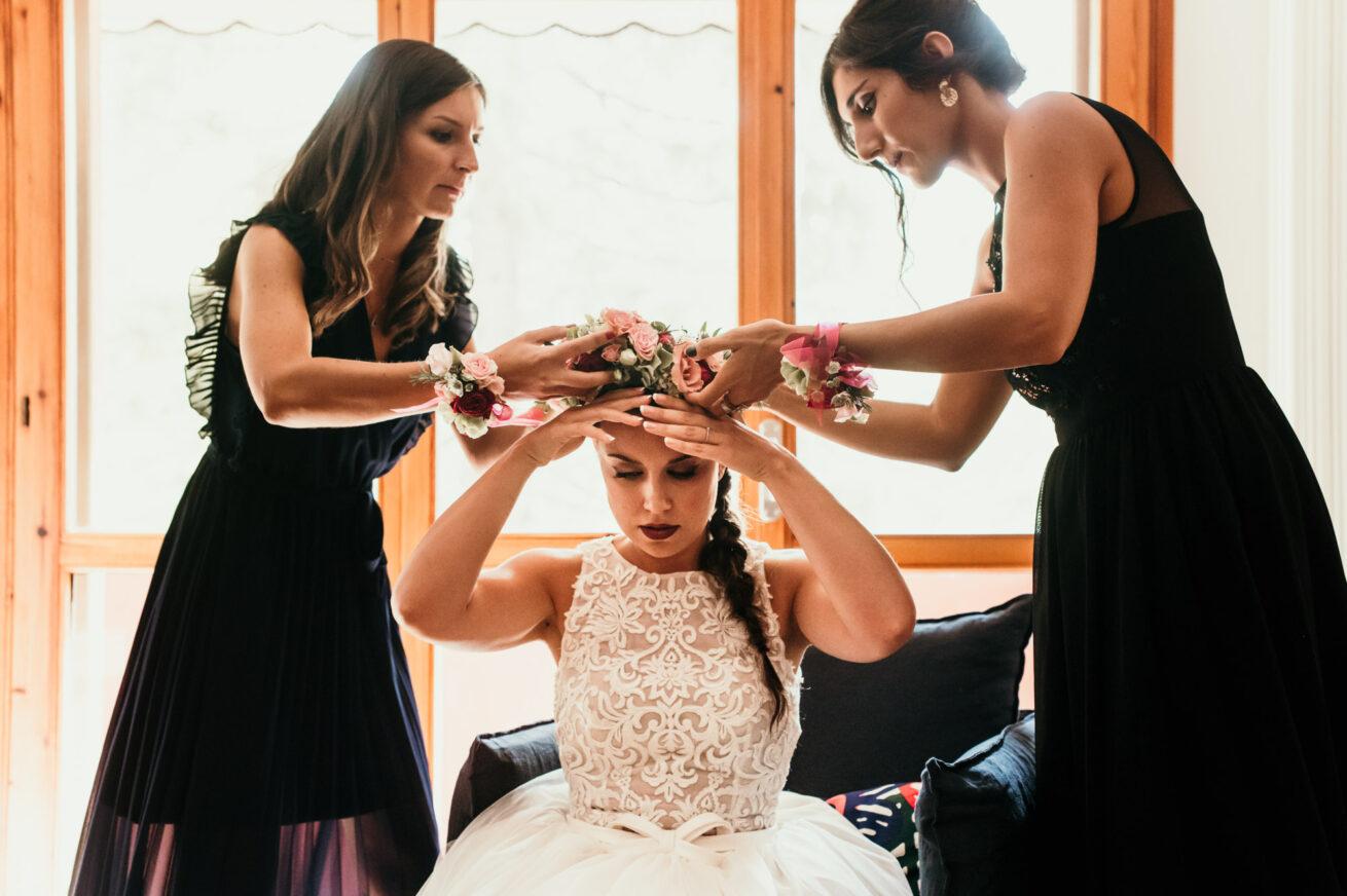 Matrimonio Bologna, preparazione sposa, corona di fiori