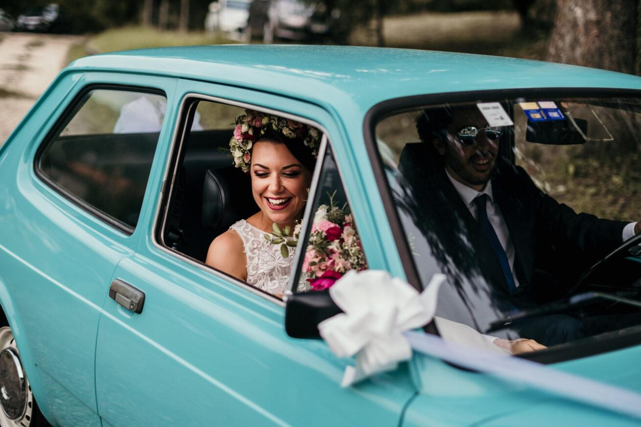 Matrimonio Bologna arrivo della sposa con auto d'epoca fiat 127 azzurra