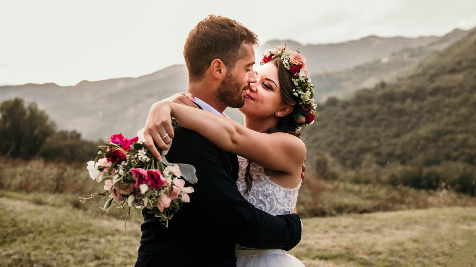 Studio fotografico a Bologna, Matrimonio al tramonto sui colli bolognesi con bouquet