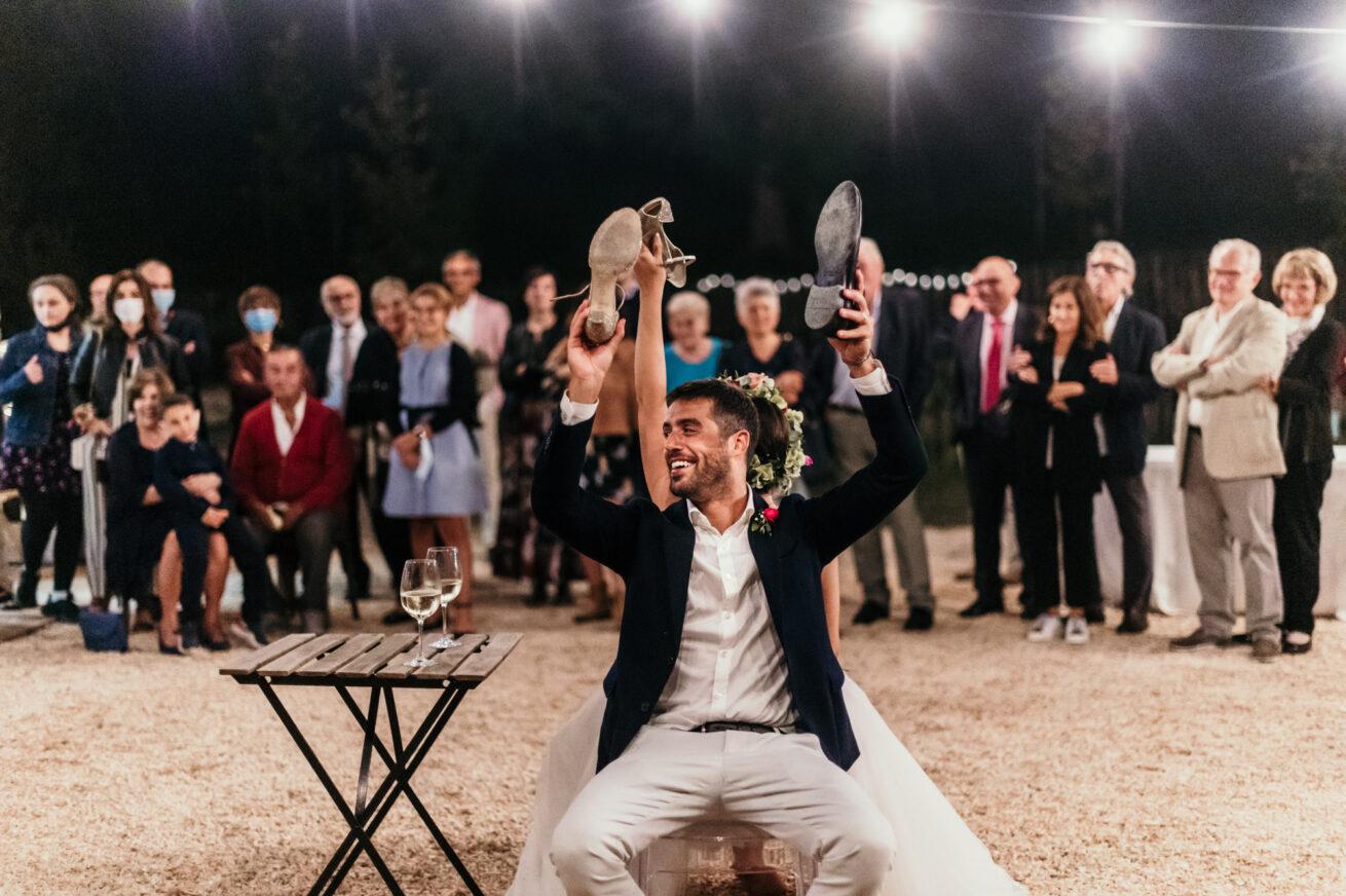 Matrimonio Bologna, festeggiamenti con gli invitati all' agriturismo Aldilà del Fiume Marzabotto